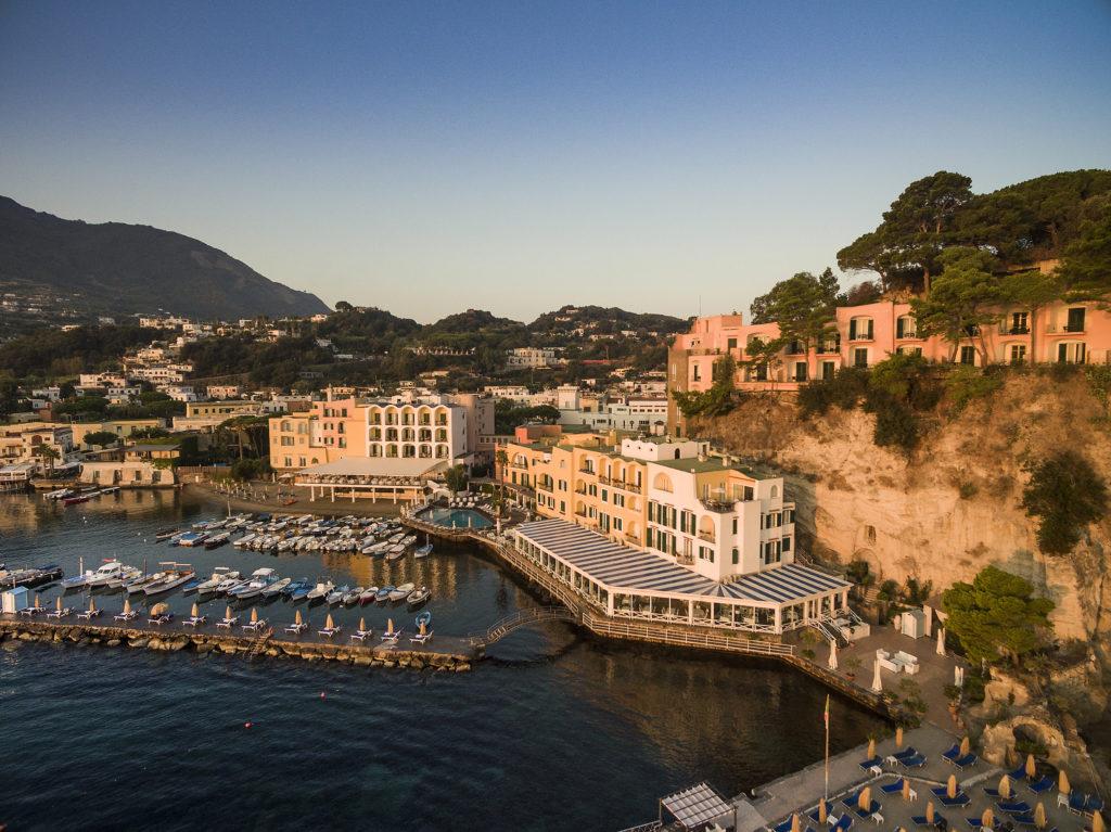 Hotel und Privatbucht des Hotels Regina Isabella auf Ischia