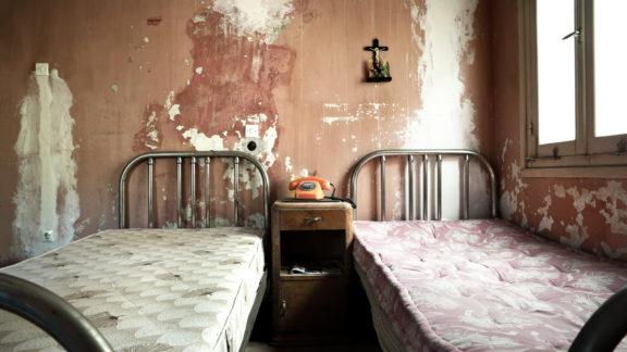 Hereinspatziert im hässlichsten Hotel der Welt