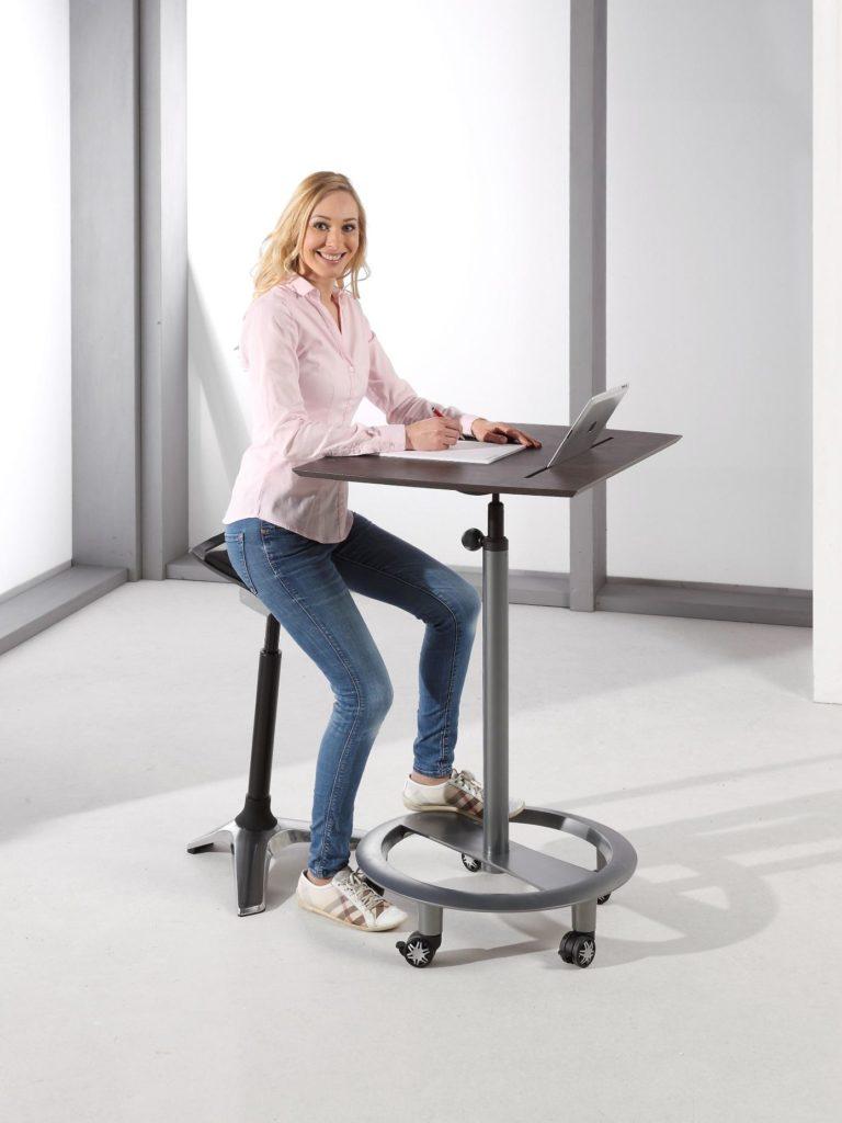 Steh-Sitzpult rolls