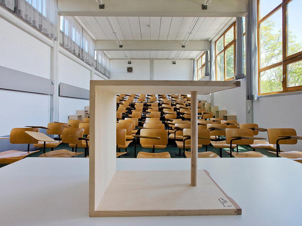 100 Jahre Bauhaus Ulmer Hocker von Maxi Bill
