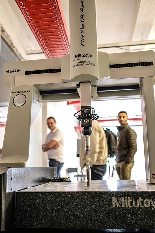 """Für den Arbeitsschwerpunkt Robotik und Metall, beispielsweise, bringt das """"Labor Kreative Robotik"""" der Kunstuniversität Linz im Erdgeschoss seine Forschung und auch modernste Hardware mit ein:"""