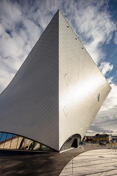 Die neue Landesgalerie gleicht einer Haifischflosse
