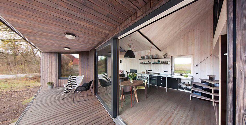 Loft-Architektur, Wohnraum und Veranda des Hauses Zilvar