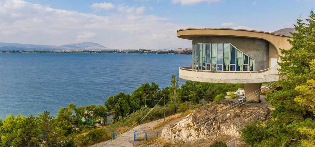 das Schriftsteller-Haus am Sevan See in Armenien