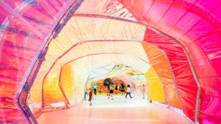 Spanische Top-Architekten macht Hollywood bunter: Selgascanos Serpentine Pavilion als Vorbote des neuen Second Home Campus in Los Angeles (Foto: Iwan Baan)