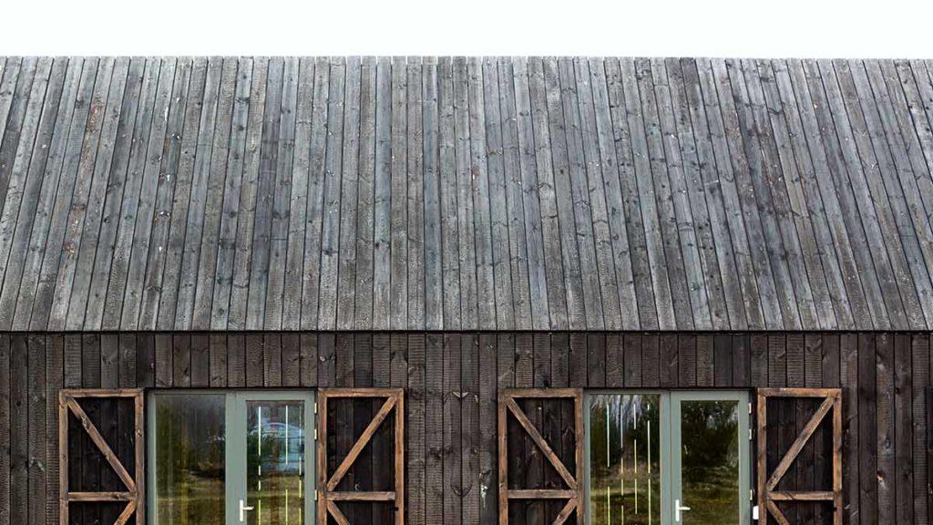 Fassade mit Shou Sugi Ban-Holz