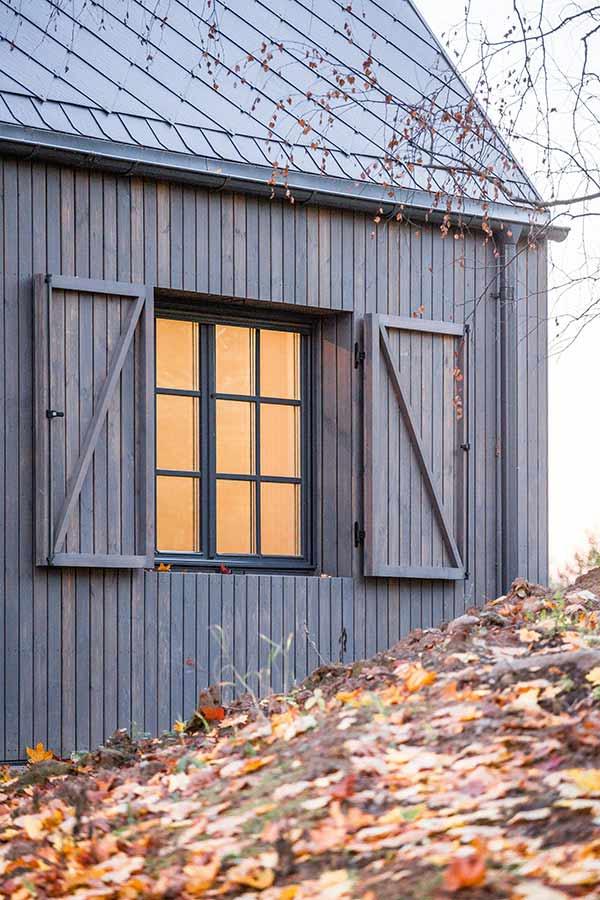 Zweiseitiger Fensterladen der Lakeside Villa