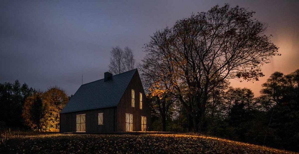 Lakeside Villa im Litauischen Zarasai in der Nacht