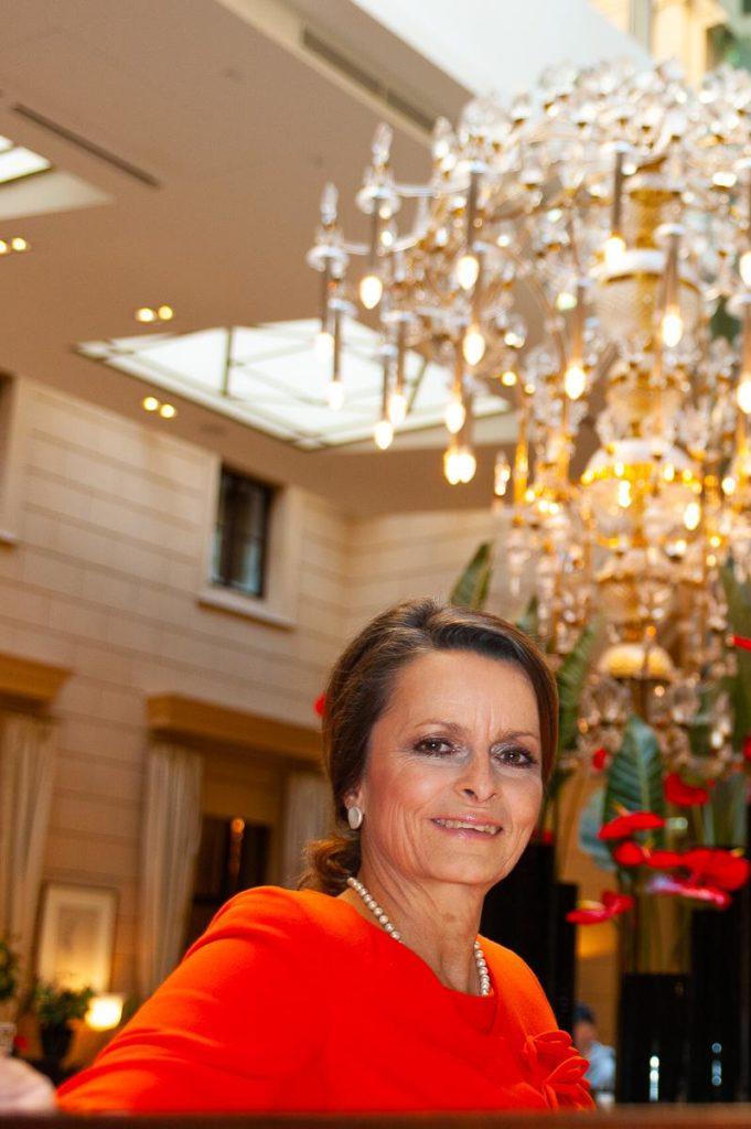 Architektur-Liebhaberin Christine Dornaus schätzt die große Geschichte des Palais Hansen (Foto: Oliver Capuder)