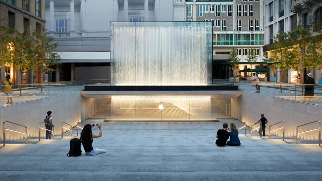 Prix Versailles World Winner in der Kategorie Store-Design Exterior: Das Londoner Team Foster & Partners für die Apple Plaza Liberty in Mailand (Foto: Nigel Young)