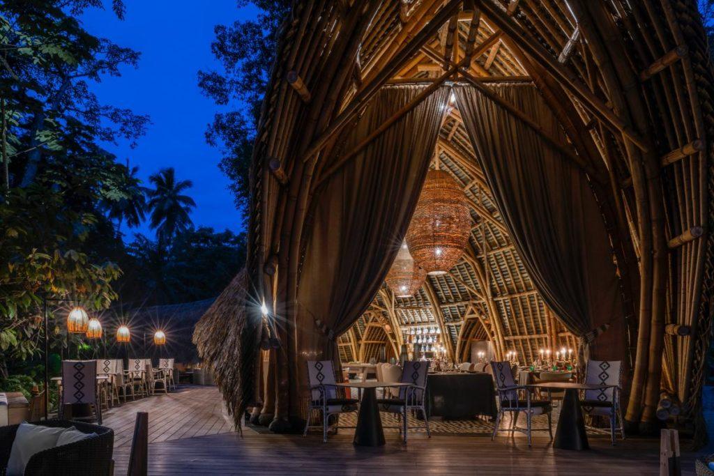 Büro Didier Lefort Architectes Associés kreierte den Sieger-Look des Sundy Praia Restaurants in Principe (Foto: DL2A)