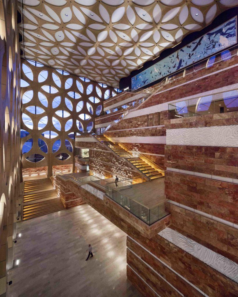 Edles Interieur im umweltfreundlichen Gebäude. (Foto: ScagliolaBrakkee / © Neutelings Riedijk Architects)