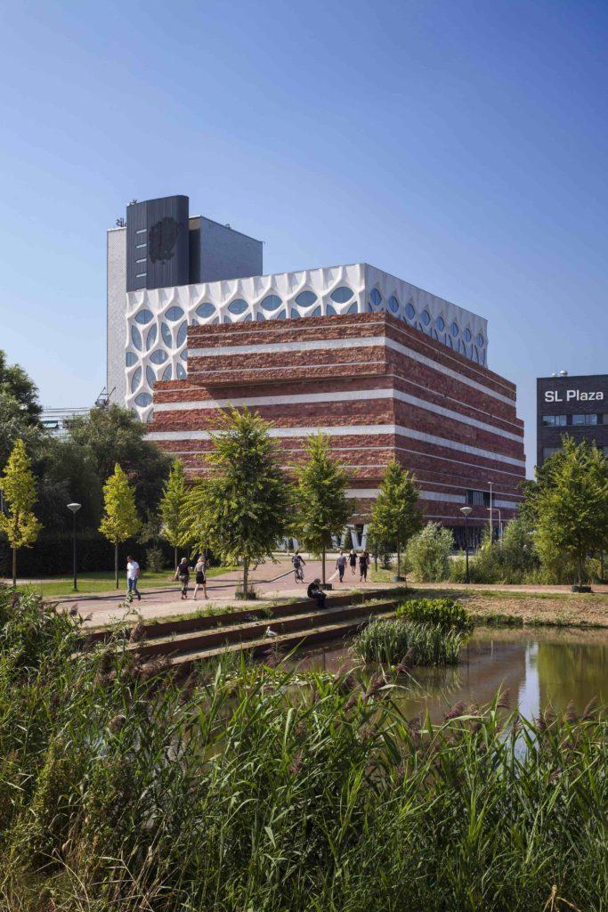 Außenansicht des Naturalis Biodiversity Centers in Leiden. (Foto:  ScagliolaBrakkee / © Neutelings Riedijk Architects)