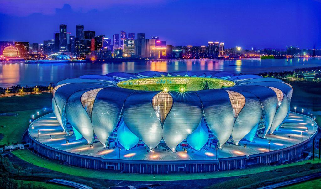 Gewaltiger Blickfang und Prix Versailles Preisträger für seine äußere Gestaltung: Das Hangzhou Olympic and International Expo Center (Foto: Hangzhou Olympic and International Expo Center)