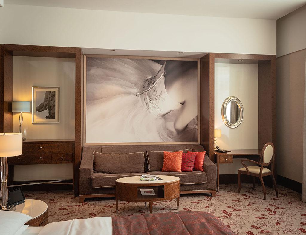 Exquisit und geräumig: In den Zimmern des Hansen Kempinski ruht sich's gut (Foto: Nagl)
