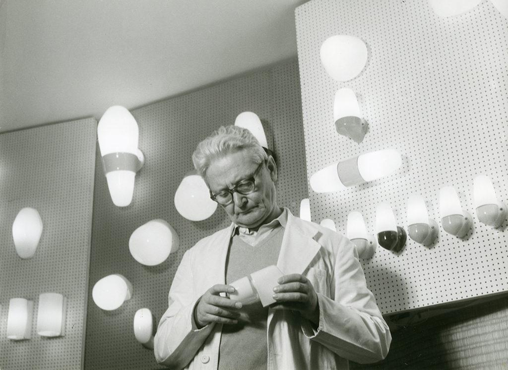 Der Meister in seinem Element: Wilhelm Wagenfeld konstruiert Licht