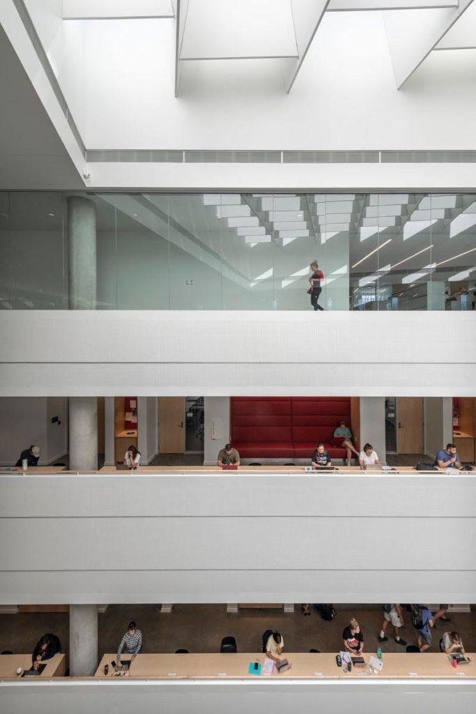 Bildungsbau von Henning Larsen: Transparenz und Kommunikation im Vordergrund. (Foto: Alex Fradkin)