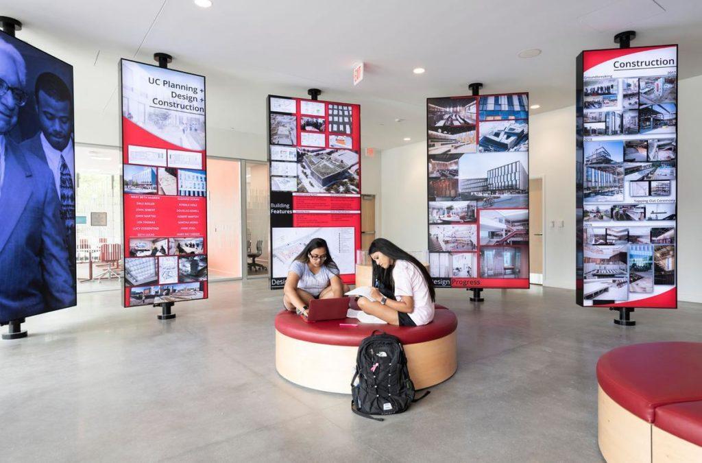 Gemeinsam lernen in angenehmer Atmosphäre: Das neue Universitätsgebäude soll's möglich machen. Foto: Alex Fradkin