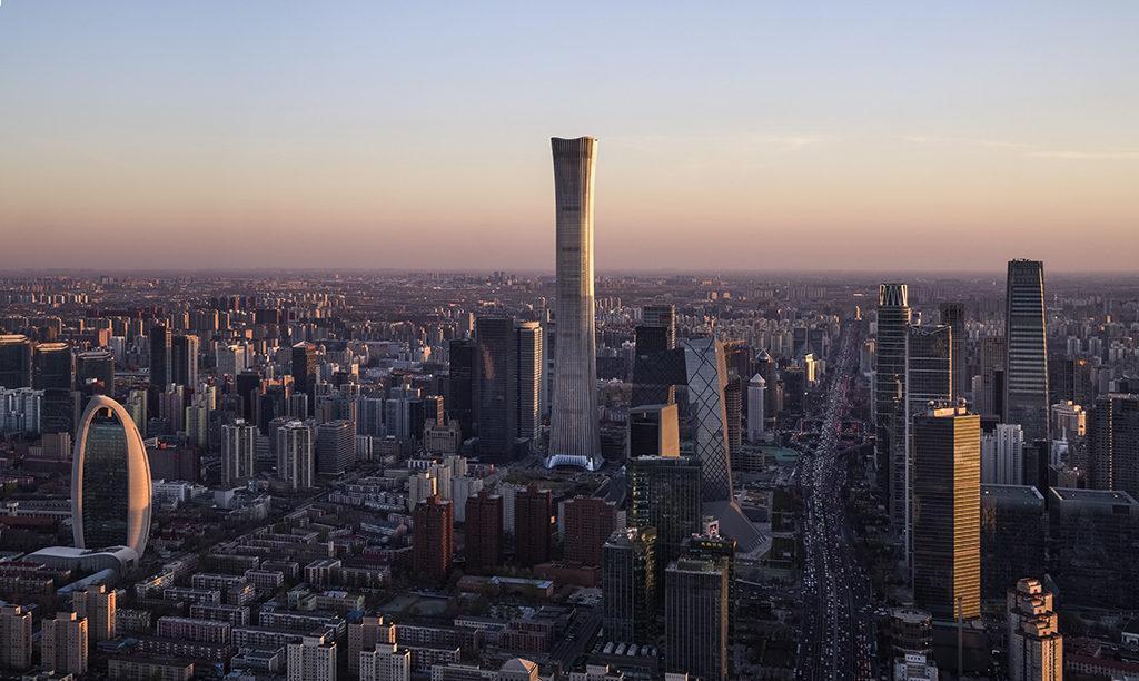 """Pekings neue Attraktion: Der auch CITIC Tower oder CITIC Plaza genannte """"China Zun"""" Wolkenkratzer zählt zu den höchsten Gebäuden der Welt. (Foto: HG Esch)"""