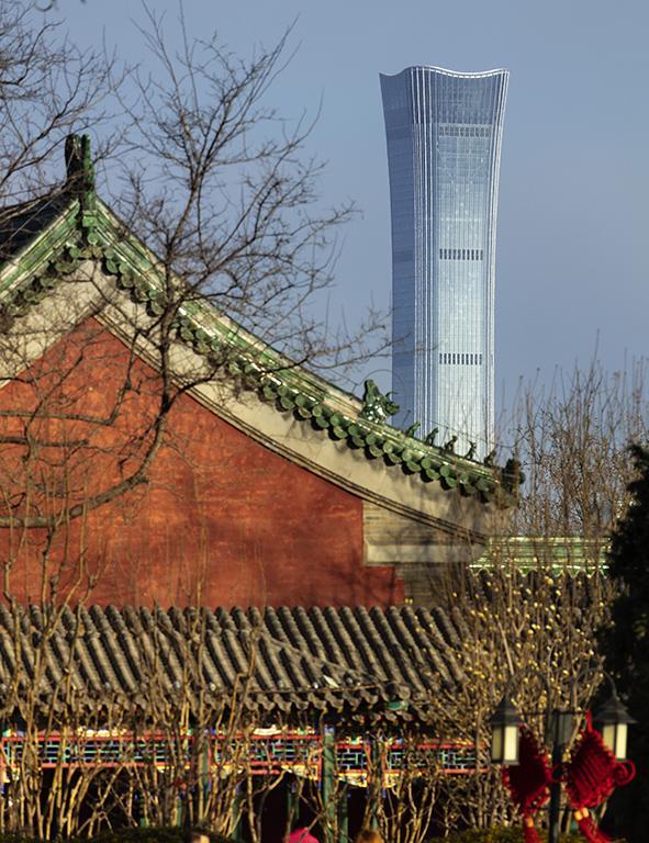 Von rituellen Artefakten inspiriert:  Der jüngst eröffnete China Sun Tower. (Foto: HG Esch)
