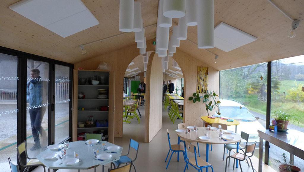 """Mit dem """"Emerging Architects Prize"""" geehrt: Die Erweiterung eines Schulgebäudes im französischen Montbrun-Bocage nahe Toulouse (Foto: Jordi Garcia)"""