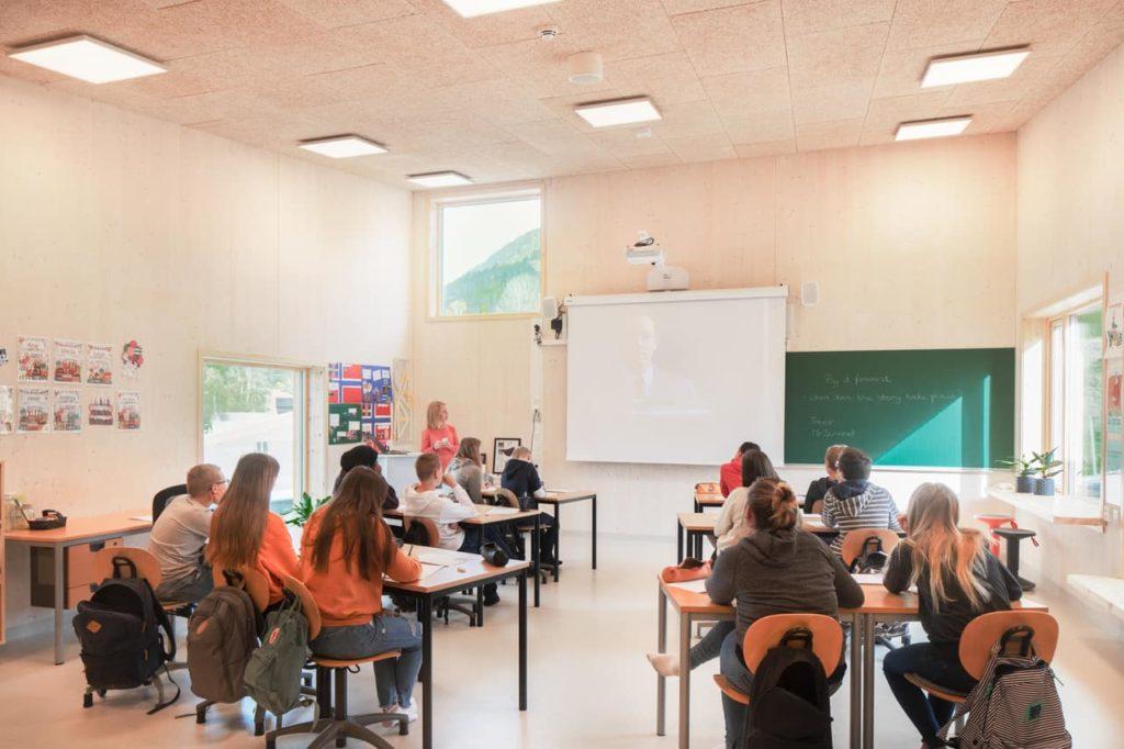 Viel Tageslicht: Klassenzimmer in Saulands neuem Schulgebäude (Foto: Wolfgang Thaler)
