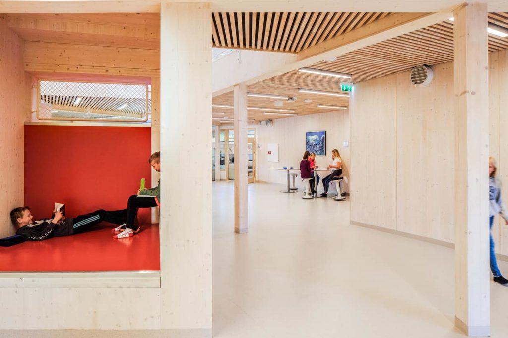 Nischen im Forum bieten Rückzugsräume für konzentriertes Lernen (Foto: Wolfgang Thaler)