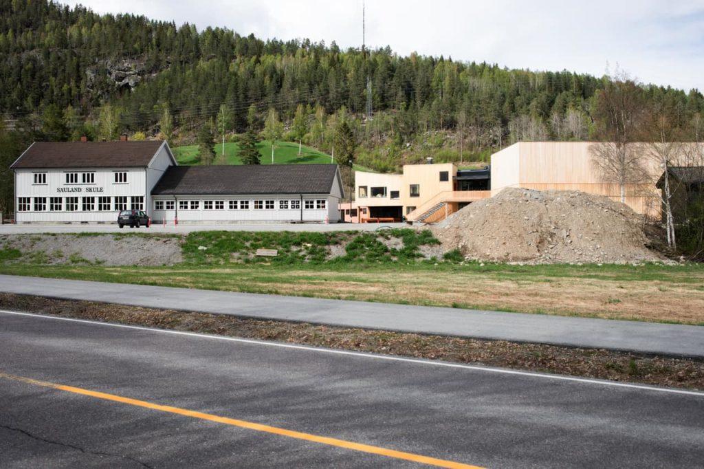 Rückblick auf die Bauarbeiten im norwegischen Dorf: Die Gemeinde wünschte eine moderne Bildungseinrichtung (Foto: Wolfgang Thaler)
