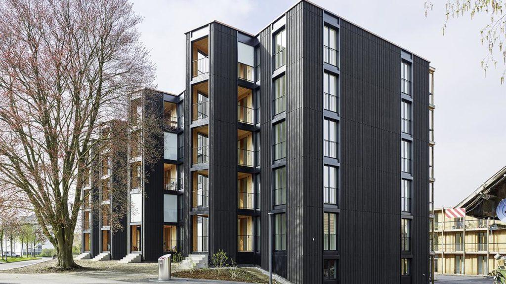 Hagmann-Areal: Außenzimmer als vertikale Fassadengliederung. (Foto: Georg Aerni)