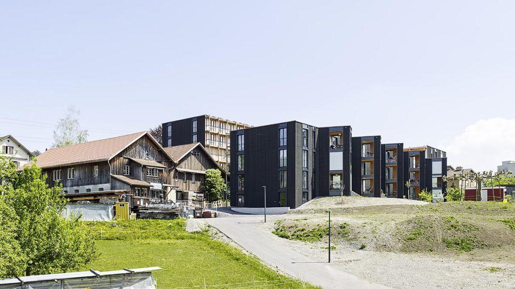 Hagmann-Areal in Winterthur: Ensemble aus alter Zimmerei und neuem Holzbau. (Foto: Georg Aerni)