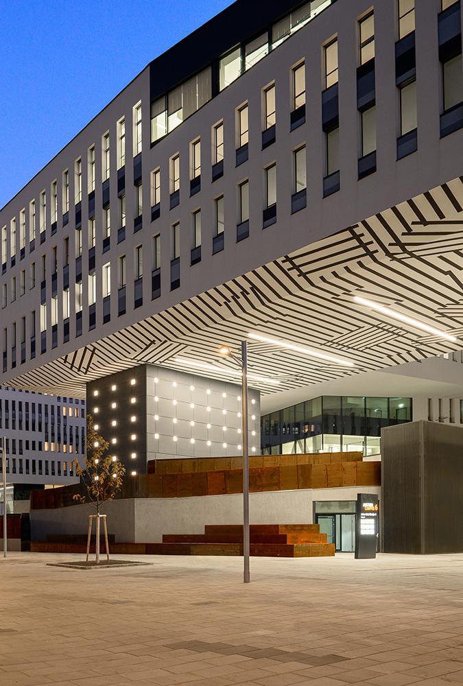 Der imposante Austria Campus in Wien, 2019 fertiggestellt. (Foto: Miran Kambič)