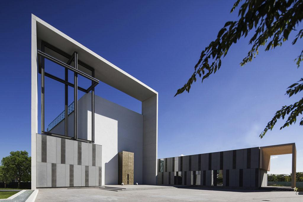 Von Boris Podrecca gebaute Kirche und Gemeindezentrum Pentecoste in Mailand (2016). (Foto: Cecilia Castelletti)