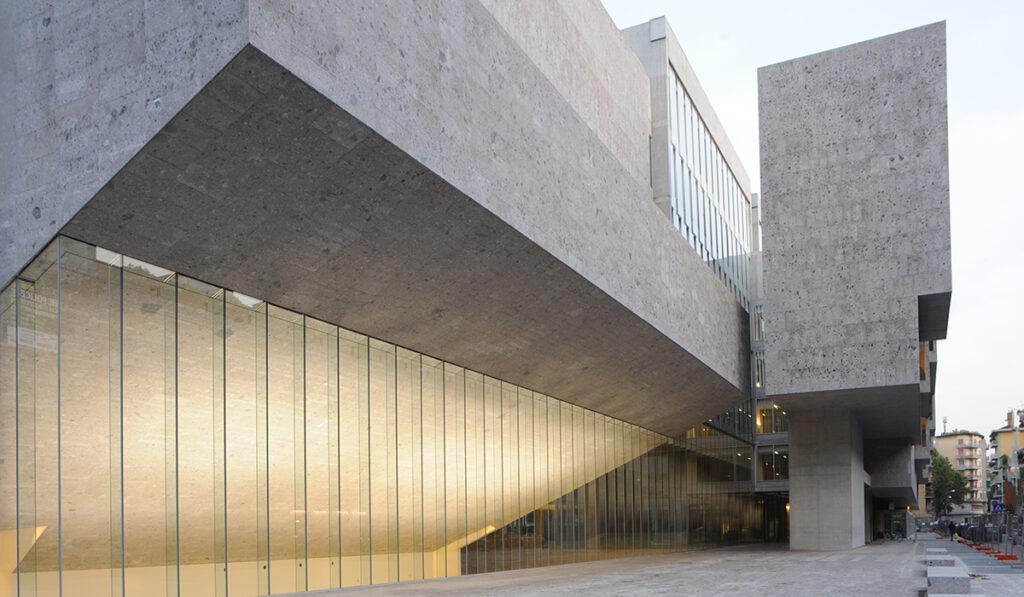 Die Kunst der Pritzker-Siegerinnen: Das preisgekrönte Projekt der  Universita Luigi Bocconi in Mailand (Foto: Federico Brunetti)