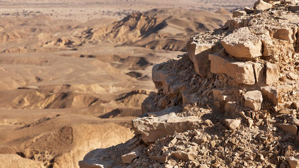 Six Senses lockt ins Bibel-Land: Abenteuerliche Landschaft: Die schroffen Klippen des trockenen Arava Tals. (Foto: Six Senses)