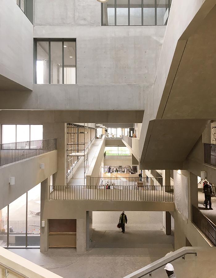 Die Kunst der Pritzker-Siegerinnen: Gekonnt genütztes Tageslicht im Institut Mines Télécom (Foto: Grafton Architects)