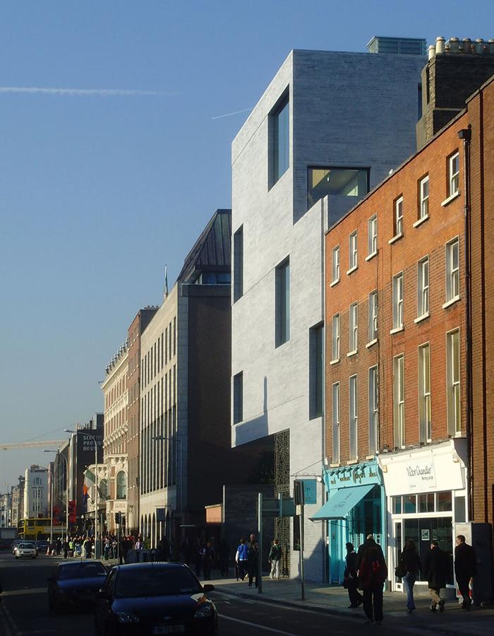 Die Kunst der Pritzker-Siegerinnen: Nachhaltig und lebenswert: Büros des Finanzministeriums in Dublin (Foto: Grafton Architects)