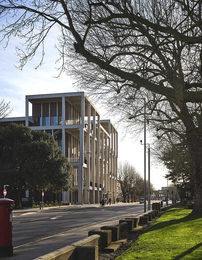 Die Kunst der Pritzker-Siegerinnen: Town House Kingston University (Foto: Dennis Gilbert)