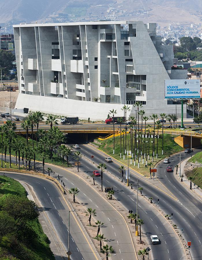 Die Kunst der Pritzker-Siegerinnen: Schwieriges Projekt, optimal gelöst: Der Universitätscampus UTEC in Lima, Peru, ... (Foto: Iwan Baan)