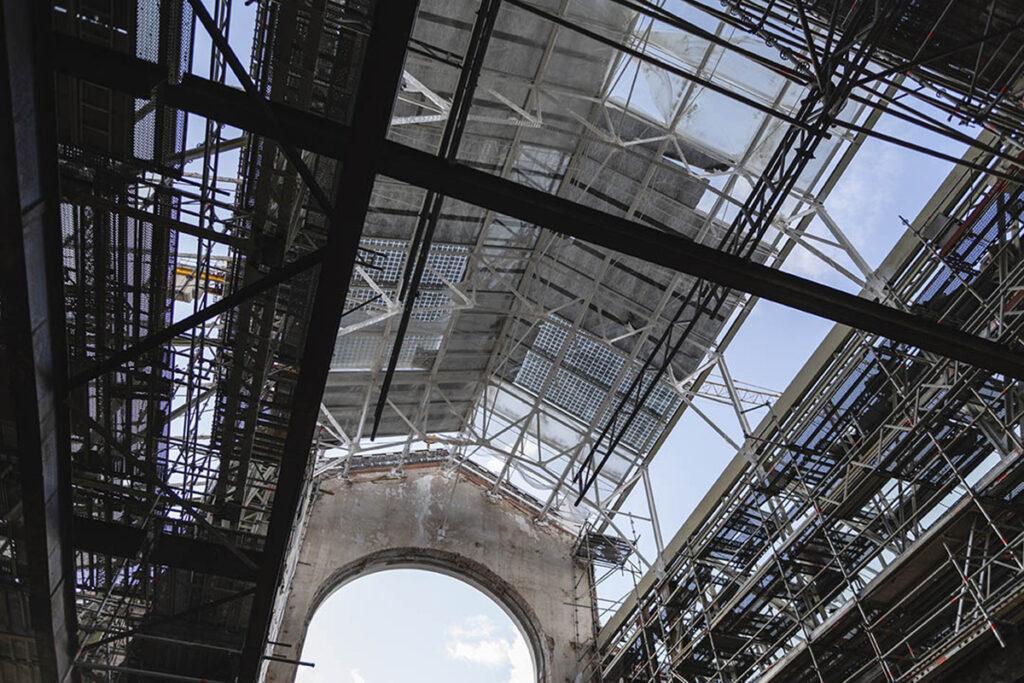 """""""Kultur-Kraftwerk"""" á la Renzo Piano: Dachkonstruktion mit Glas, Stahl und Sonnenkollektoren. (Bild: V-A-C / Gleb Leonov)"""