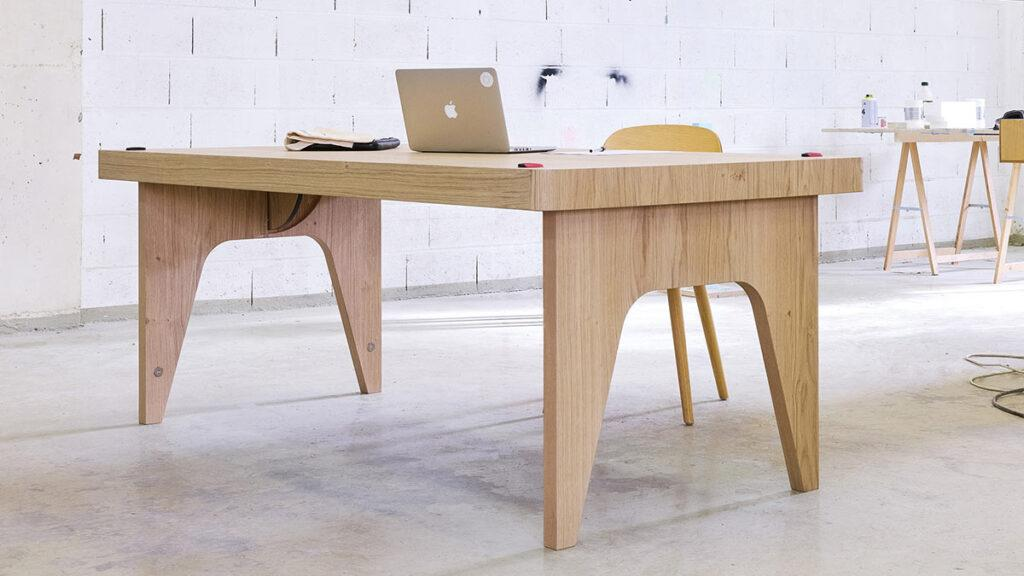 Flying Table von JCPCDR