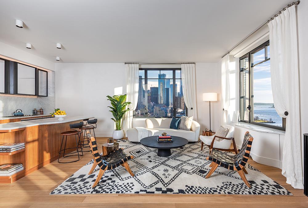 Gute Aussichten: In Manhattans neuem Wohnturm Greenwich West sorgt französisches Top-Design für Behaglichkeit. (Bild: Alan Tansey)