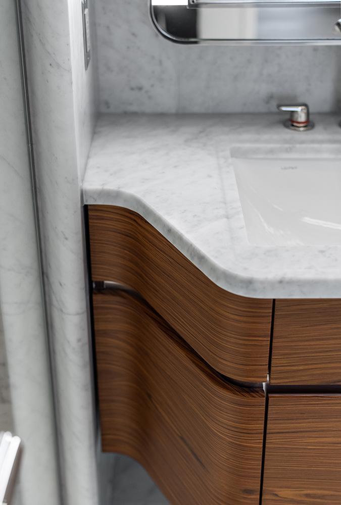 Top-Design mit Schwung und Qualität regiert auch in den Badezimmern. (Bild: Alan Tansey)