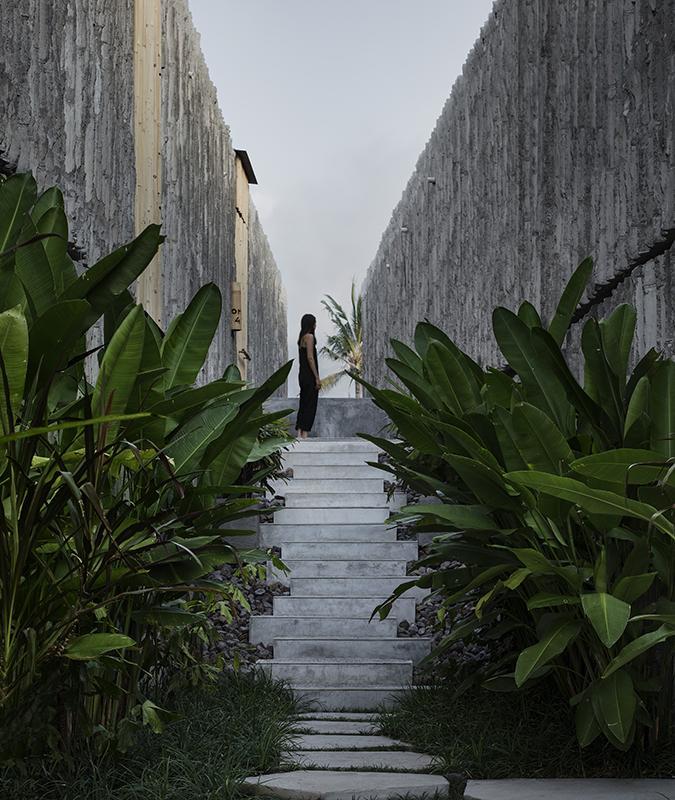 """Mit Bambus verschalter Beton fügt das """"Tiing"""" in die natürliche Umgebung ein. (Bild: Ben Hosking für Brunsdon)"""