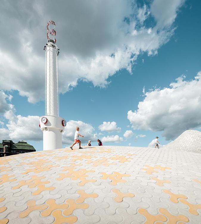 Überirdisch: Das ebenerdige Dach des Amos Rex Museums. (Bild: JKMM / Tuomas Uusheimo)
