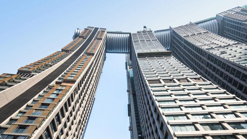 Horizontal skyscraper