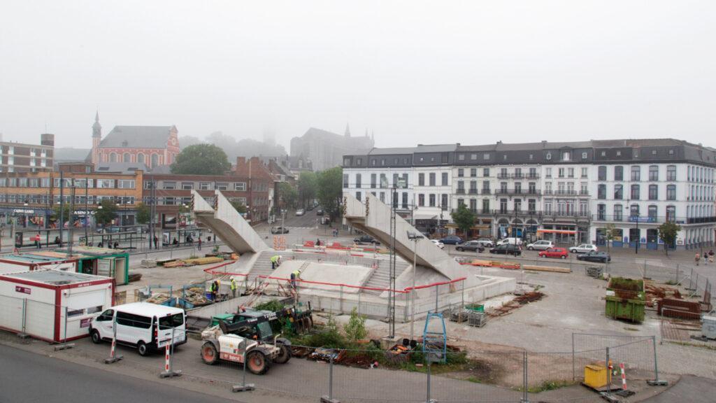 Aufwendiger Bau fuer die Kleinstadt