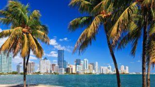 Blick auf Miami Skyline von Indian Creek aus