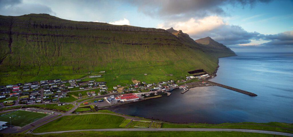 Atemberaubende Landschaft der Färöer-Inseln