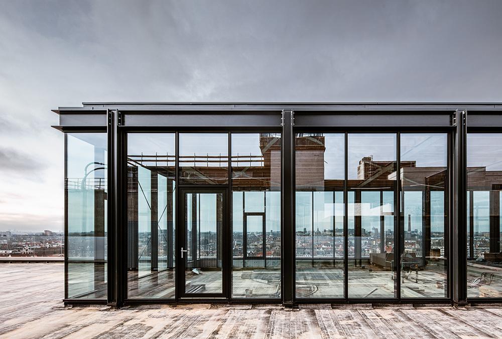 Aufbauten aus Glas und Stahl werden die historischen Mauern der Meelfabriek krönen. (Bild: Corentin Haubruge)