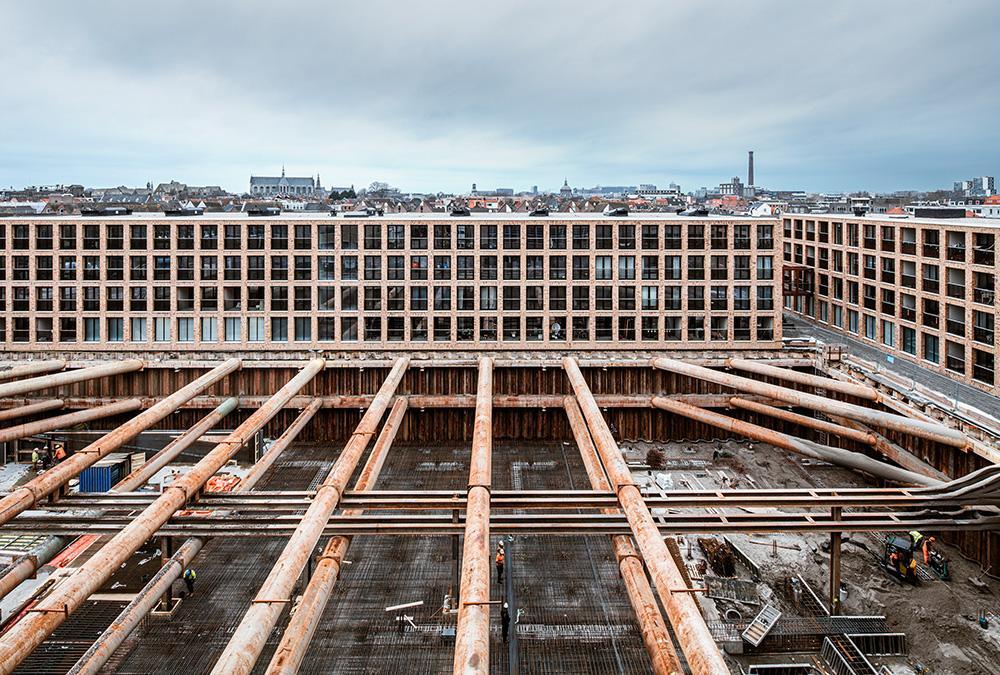 Großbaustelle Meelfabriek: Wann das Projekt in Leiden fertig wird, ist noch offen. (Bild: Corentin Haubruge)